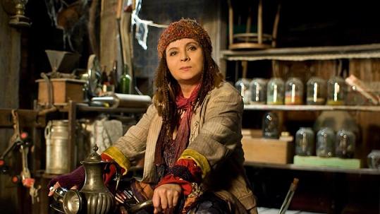 Libuše Šafránková v roli svérázné čarodějnice Micimutr.
