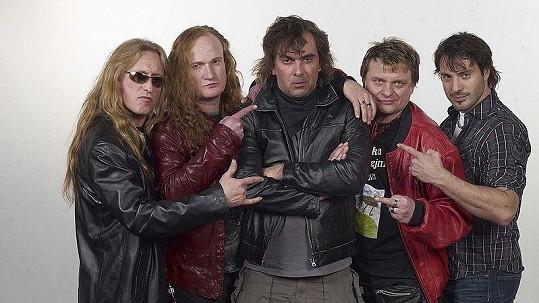 Kamil Střihavka, Vláďa Šafránek, Tomáš Matonoha, Vilém Čok a Václav Noid Bárta ztvárňují v Ulici ty nejdrsnější rockery. Jen někteří z nich jimi jsou ale i v reálném životě.