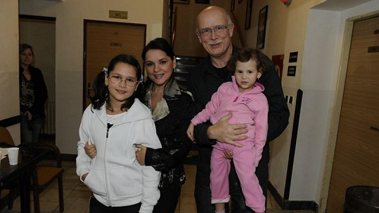 Magda Malá s partnerem Vladimírem a oběma dcerami.