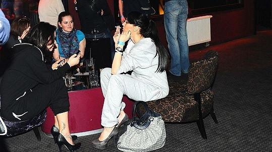 Agáta Hanychová s cigaretami v těhotenství těžkou hlavu nědělá.