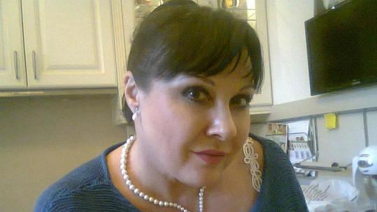 Dáda Patrasová a její nádherný nový náhrdelník.