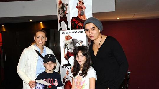 Martina Gavriely se svými dětmi a snoubencem Marcusem.