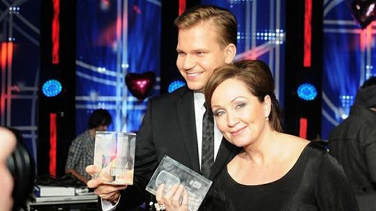 Bára a Martin převzali cenu.