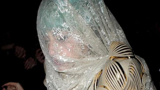 Lady Gaga a její další ulítlý model.