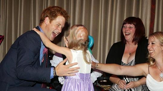 Princ Harry navštívil onkologické pacienty.
