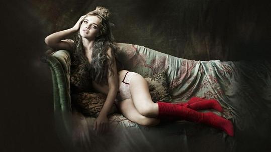 Natalia Vodianova pózuje jako něžná princezna.