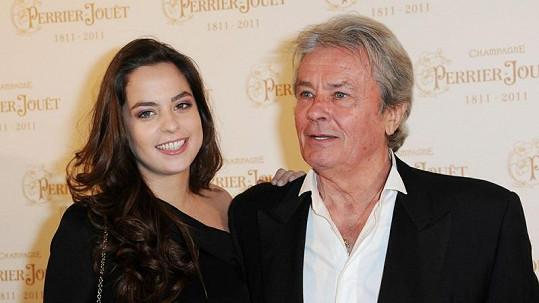 Anouchka se vydala ve stopách svého otce a je nadějnou herečkou.