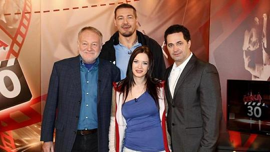 Moderátor Martin Dejdar se svými hosty Petrem Jáklem, Kristýnou Leichtovou a Luďkem Sobotou.