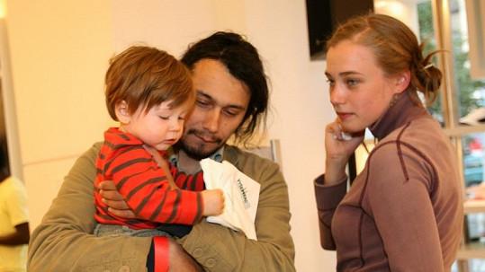 Pavel Liška s manželkou Kristýnou a synem Šimonem v době, kdy bylo ještě vše v pořádku.