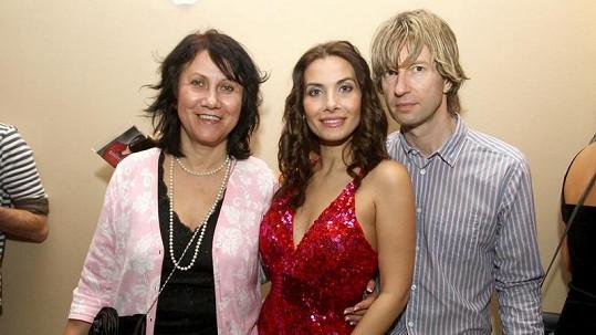 Eva Decastelo s maminkou a jejím přítelem Pepou.