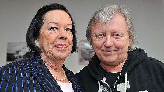 Václav Neckář s kmotrou svého trojalba Život Yvonne Přenosilovou