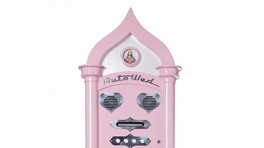 Růžový svatební automat.