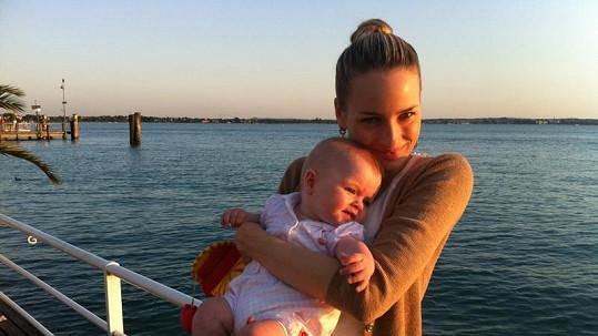 Markéta s dcerou Natálií na lodi.
