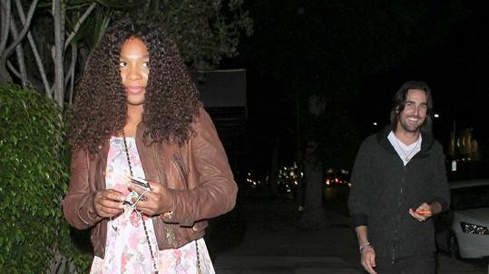 Serena a Jake šli několik metrů od sebe.