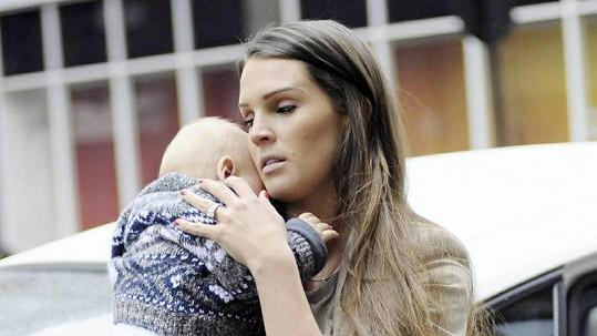 Něžná maminka Danielle Lloyd se starším synem Archiem.