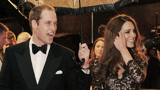 Kate Middleton s princem Williamem na premiéře filmu War Horse.