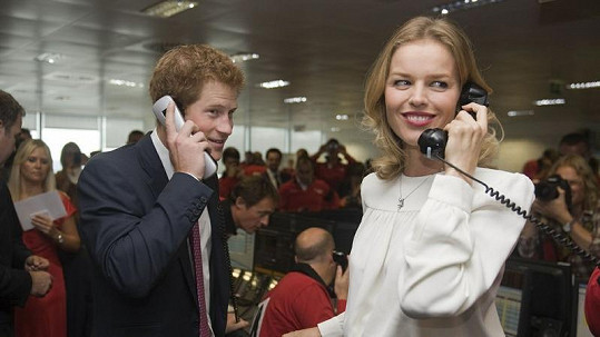 Úspěšní obchodníci prince Harry a Eva Herzigová.
