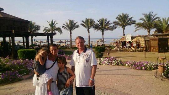 Jiří Adamec s rodinou letí do teplých krajů.