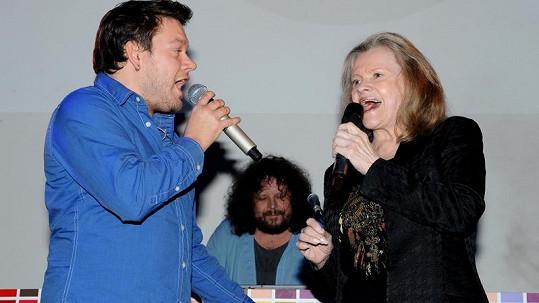Matěj Ruppert prý s Vojtou Dykem odmítli píseň Evy Pilarové.