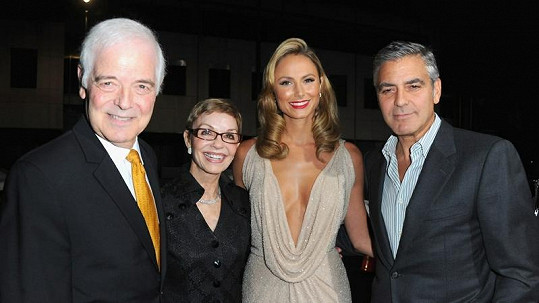 Rodiče George Clooneyho, Stacy Keibler a George.