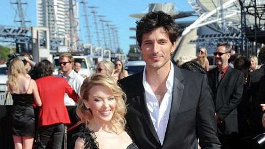 Kylie Minogue s přítelem.