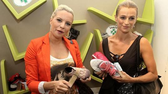 Kateřina a Ivana na dětské akci bez dětí.