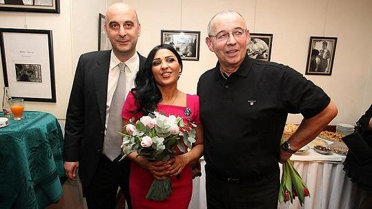 Anife Vyskočilová s přítelem Vernesem a Ivan Vyskočil na premiéře hry Oskar