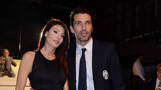 Ilaria D'Amico a Gigi Buffon čelí stížnostem sousedů.