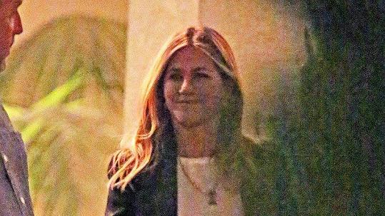 Její tvář opět ozdobil hezký úsměv...