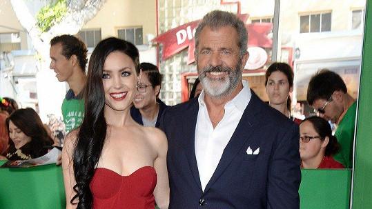 Mel Gibson a jeho krásná snoubenka Rosalind Ross