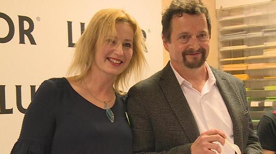 Michal Viewegh s partnerkou Monikou