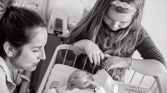 Míša Wostlová s oběma dcerami