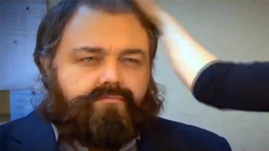 Snímek, na němž je mladý Rus stylizovaný do DiCapria z Revenanta, se stal na internetu hitem.