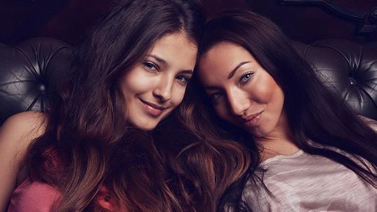 Sára Sandeva a Miriam Bittová. Která se vám líbí?
