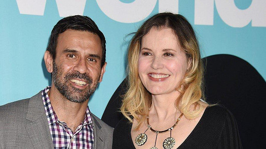 Geena Davis a Reza Jarrahy se rozvádí.
