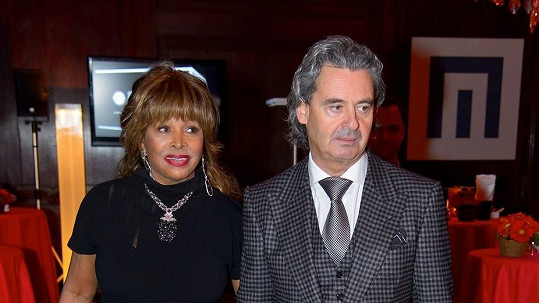 Tina Turner a její nastávající.