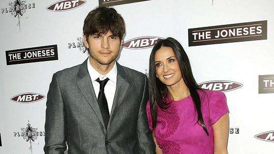 Demi a Ashton konečně oficiálně nejsou manželé.