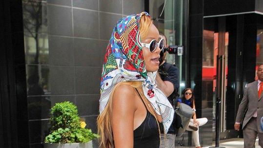 Rihanna a její look inspirovaný filmem Thelma a Louise.