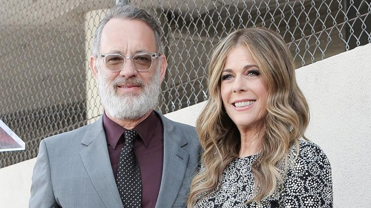 Tom Hanks a Rita Wilson zůstávají v karanténě.