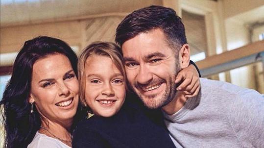 Marek Ztracený je s přítelkyní a synem již doma.
