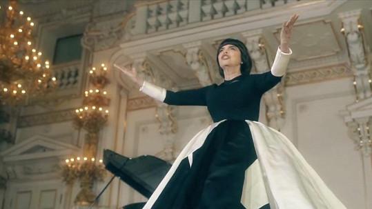 Mireille Mathieu natočila videoklip v prostorách Pražského hradu.