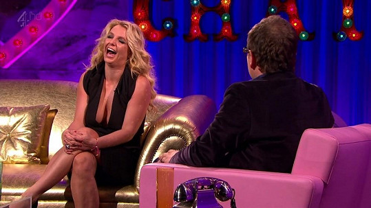 Britney Spears si zahrála na naivku a vyšlo jí to.