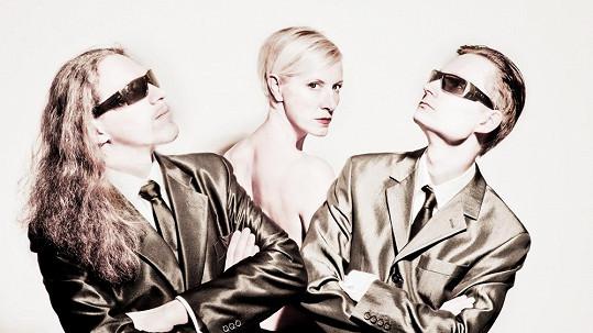 Renata nafotila nové snímky se svými klavíristy Petrem Ožanou a Michalem Workem, kteří patří ve svém oboru ke špici.