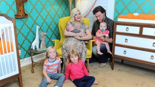 Manželé mají čtyři děti.