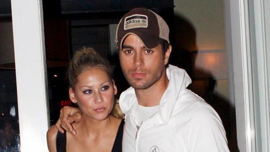 Annu už nebaví čekat, zda se Enrique konečně rozhoupe.