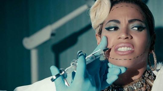 Beyoncé v novém klipu Pretty Hurts