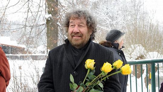 Zdeněk Troška na pohřbu Jiřiny Jiráskové.