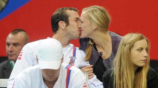 První veřejný polibek Petry Kvitové a Radka Štěpánka