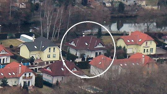 Dům Ivety Bartošové v Uhříněvsi z leteckého pohledu