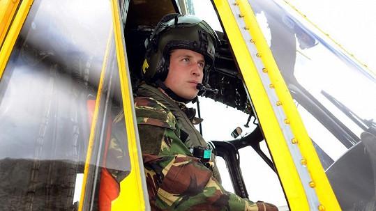 William v záchranářském vrtulníku RAF.
